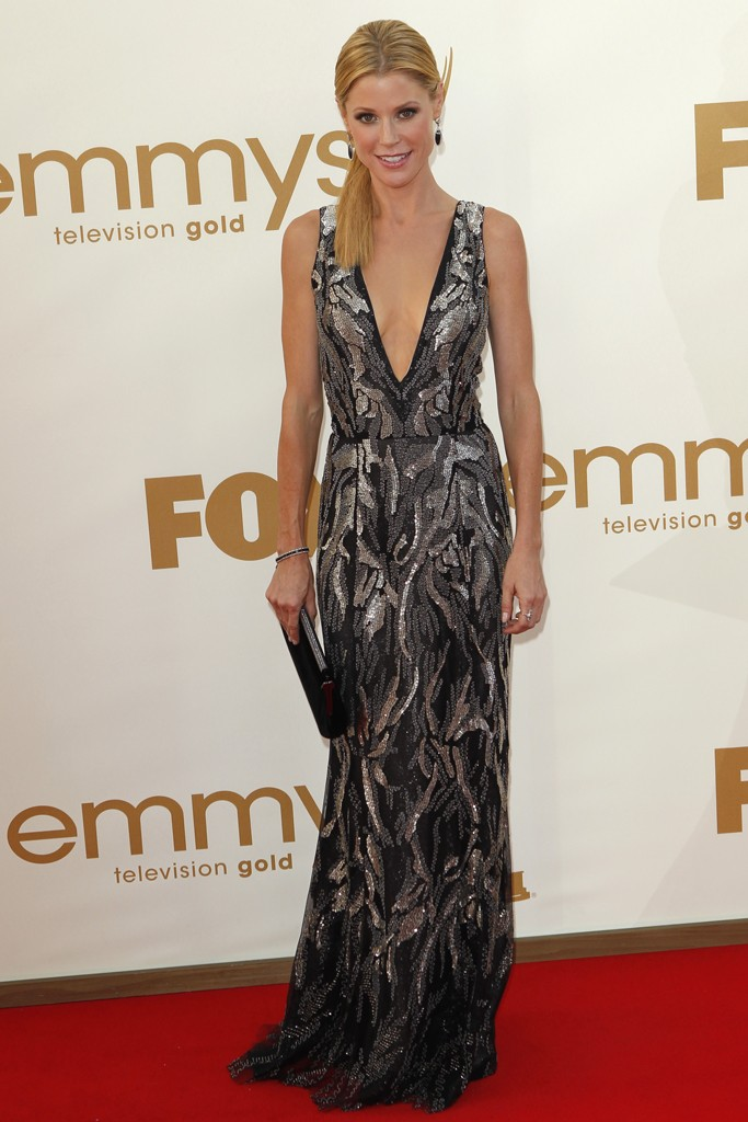 Supporting Actress in a Comedy Series winner, Julie Bowen shined in a plunging Oscar de la Renta gown and Neil Lane drop earrings