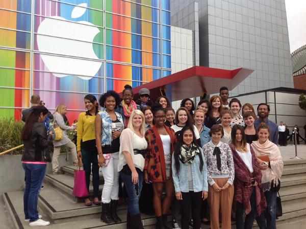 Apple Store, iPhone 5, Field Trip, Fashion School, Marketing, Consumer Motivation