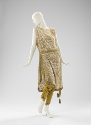 Callot Soeurs, evening ensemble, ca. 1910.  Brooklyn Museum Costume Collection at The Metropolitan Museum of Art, Gift of the Brooklyn Museum, 2009; Gift of Mercedes de Acosta, 1954. Image © The Metropolitan Museum of Art