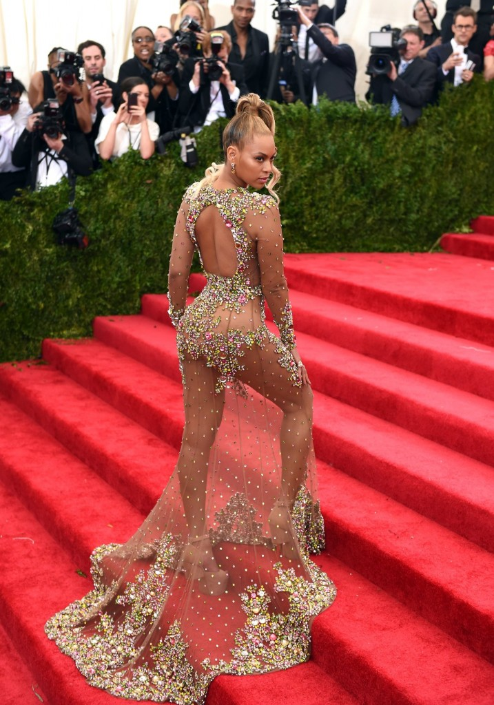 Beyonce in Givenchy and Lorraine Schwartz jewels. Image: vogue.com