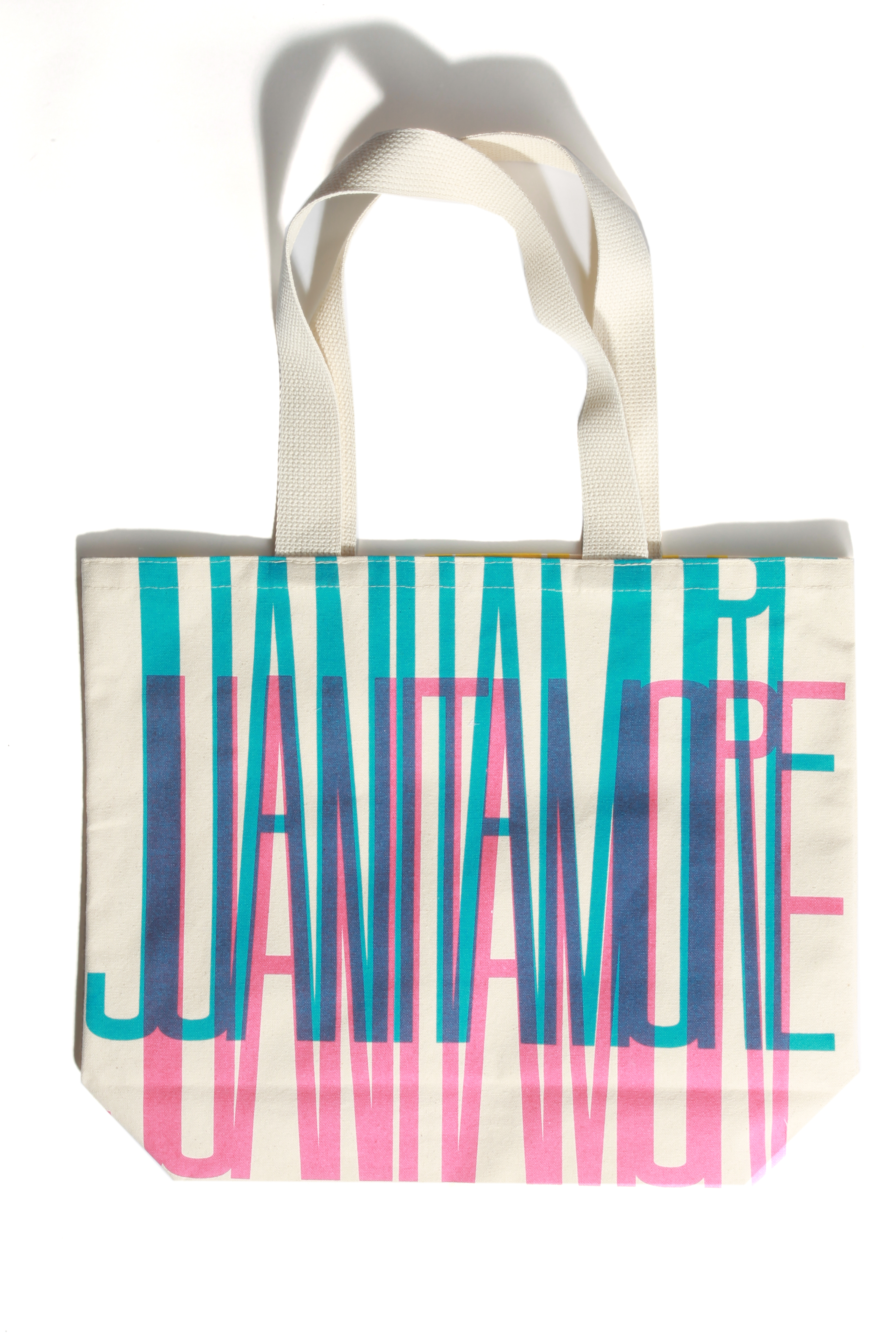 A winning tote, designed by Jiawei Tang. Photo by Bob Toy.