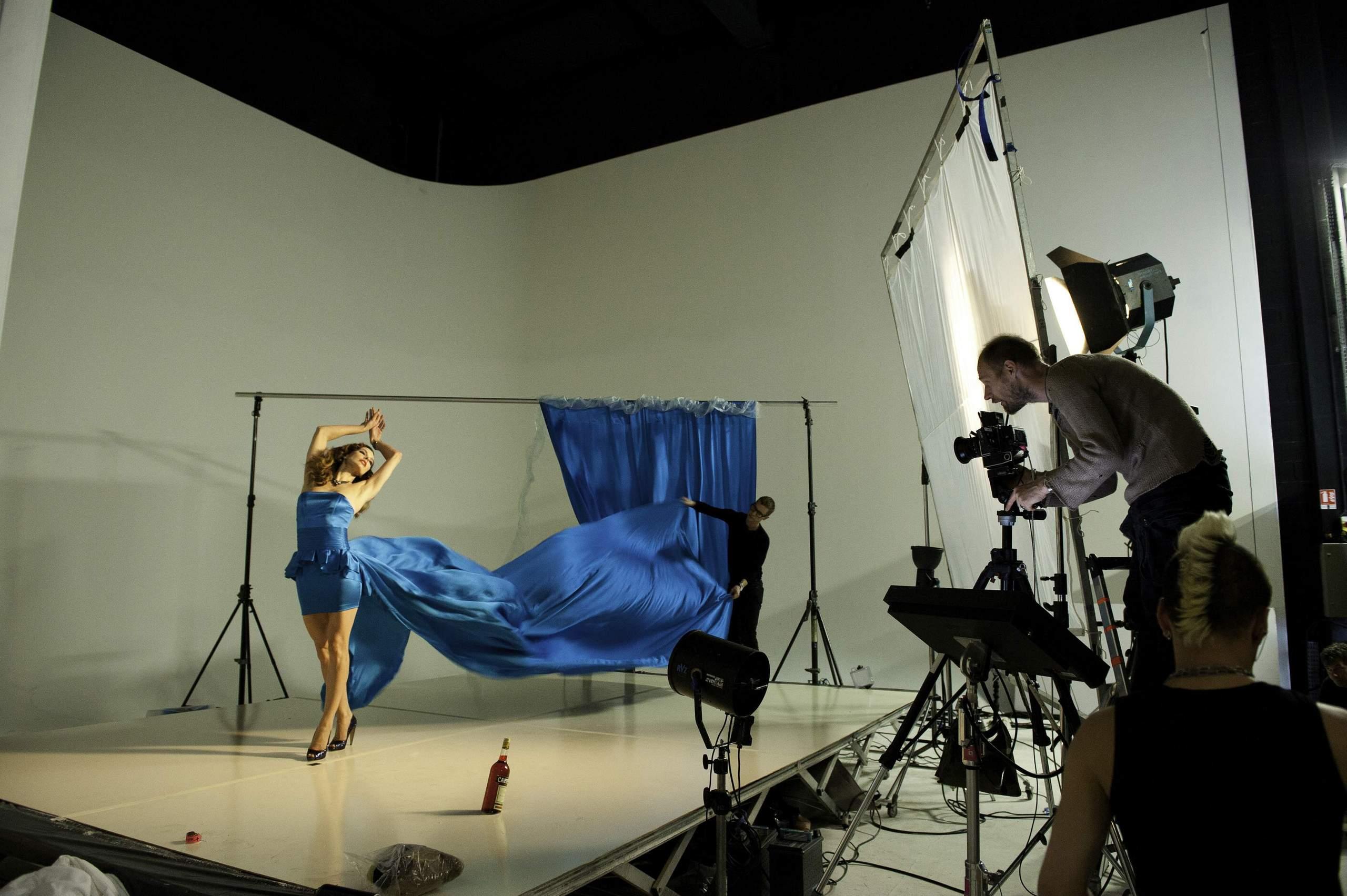 Photoshoot behind the scenes Milla Jovovich